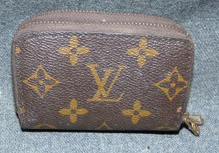 "Vintage Louis Vuitton Monogram Double Zipper Key Wallet Genuine & RARE Vintage Louis Vuitton Monogram 6 Key Double Zipper Key Wallet. Authentic Louis Vuitton. Measures 4-1/2"" x 3"". Condition is very good with minimal wear. No damage. Starting Bid $50. Auction Estimate $100 - $200."