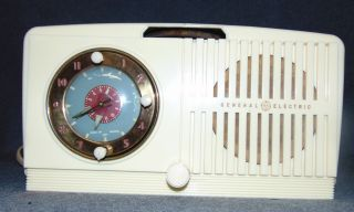 Vintage General Electric Radio 516F Vintage General Electric Alarm Clock Radio. Model 516F. Working Condition. Overall condition is good with minor wear. Starting Bid $30. Auction Estimate $30 - $40.