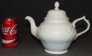 """Rosenthal Sanssouci Ivory Classic Rose Tea Pot Rosenthal Sanssouci Ivory Classic Rose Porcelain Lidded Tea Pot. Measures 5-1/4"""" tall. Condition is very good. No damage. Several Shipping Options Available. Starting Bid $20. Auction Estimate $30 - $40."""