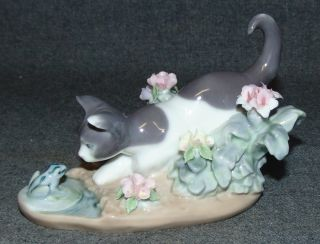 """LLadro Porcelain Figure #1442  LLadro Porcelain Figure #1442 Kitty Confrontation. Measures 3-1/2"""" tall x 4-3/4"""" wide. Condition is Like New. Very good. No Damage. Several Shipping Options Available. Starting Bid $30. Auction Estimate $50 - $80."""