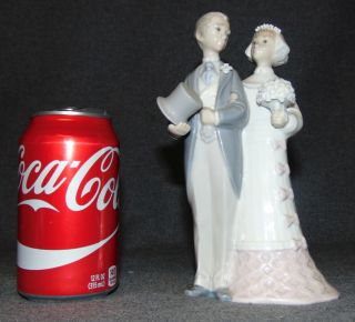 """LLadro Porcelain Figure #4808 Wedding Bride & Groom LLadro Porcelain Figure #4808 Wedding Bride & Groom. Bottom is marked. Measures 7-3/4"""" tall. Condition is very good. Excellent. No damage. Starting Bid $20. Auction Estimate $20 - $60."""